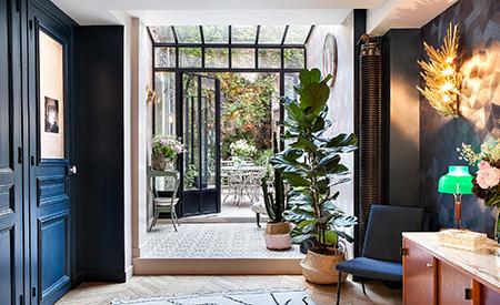 inside-closet-stay-some-days-paris-hotel-henriettejpg.jpg