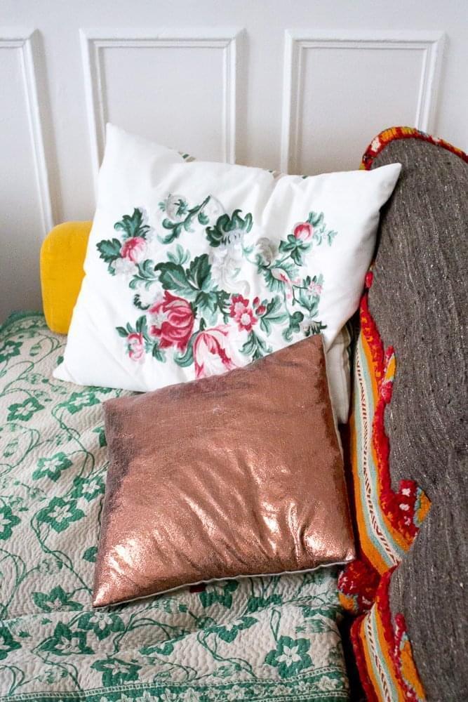 free coussins ikea et hum home couverture sensitive u fils tapis rapport de fez with tapis route. Black Bedroom Furniture Sets. Home Design Ideas