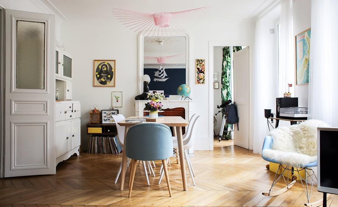 Awesome table ikea chaises blanches chaises bleues maisons du monde suspension vertigo petite - Petite table de jardin maison du monde ...