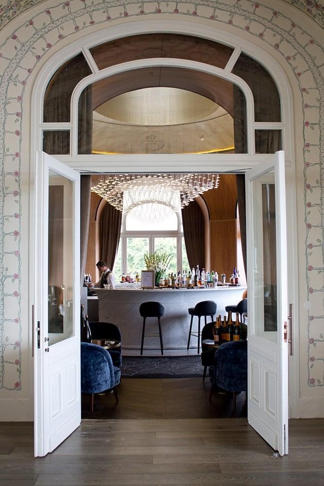 royal evian inside closet. Black Bedroom Furniture Sets. Home Design Ideas